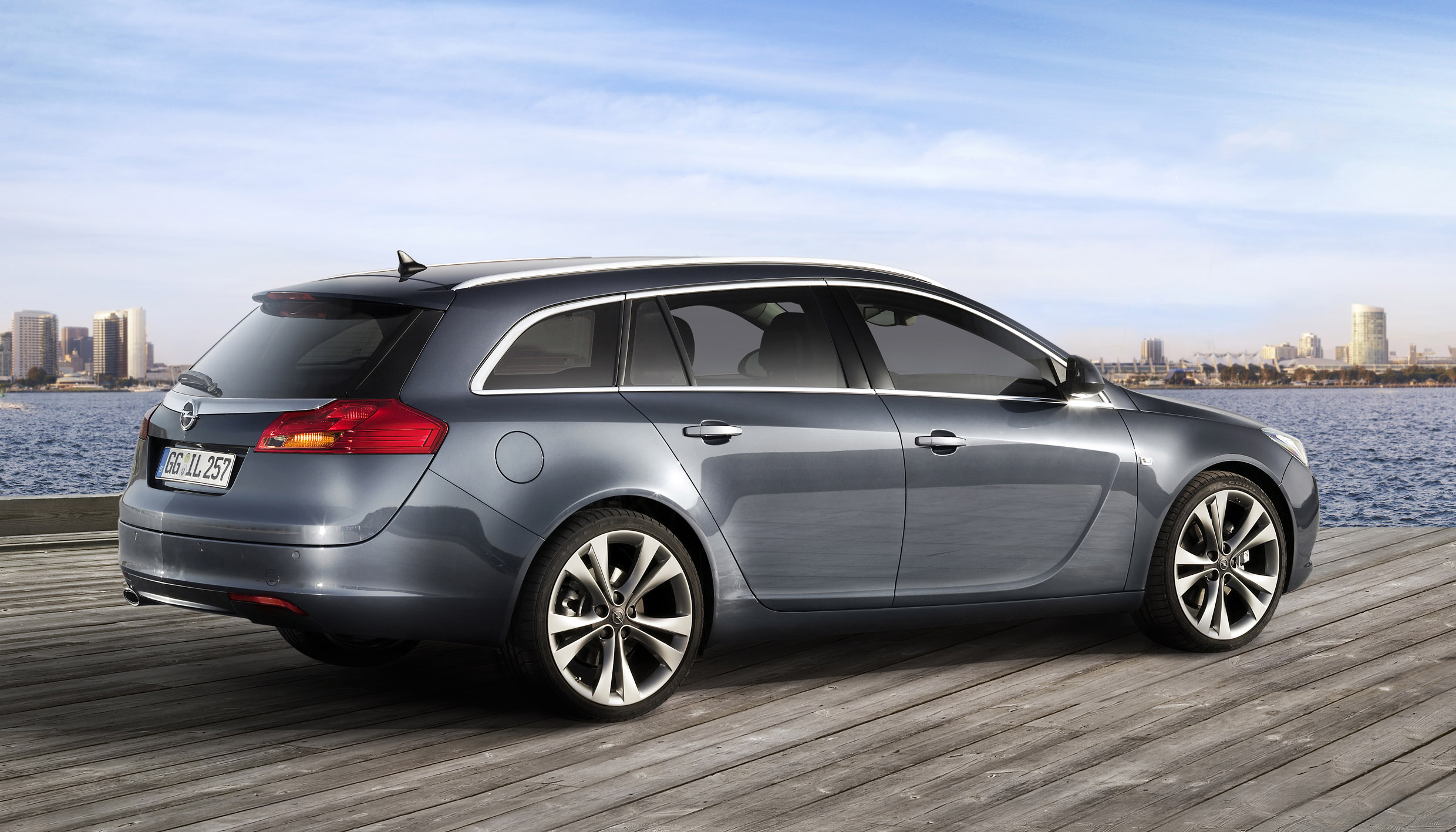 opel insignia sports tourer the new wagon in elegant sportswear. Black Bedroom Furniture Sets. Home Design Ideas