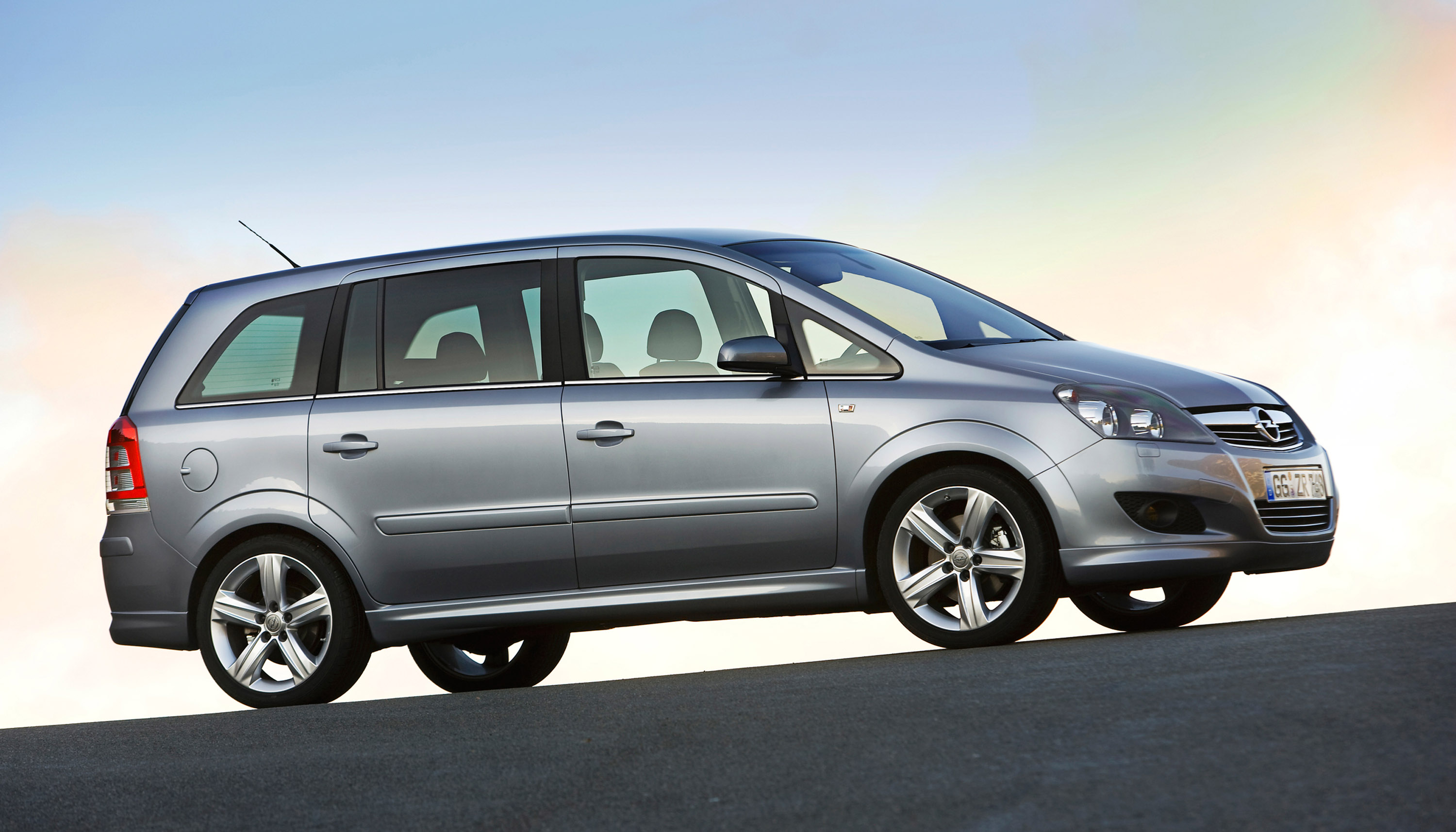 people 39 s choice opel zafira voted most attractive compact van. Black Bedroom Furniture Sets. Home Design Ideas