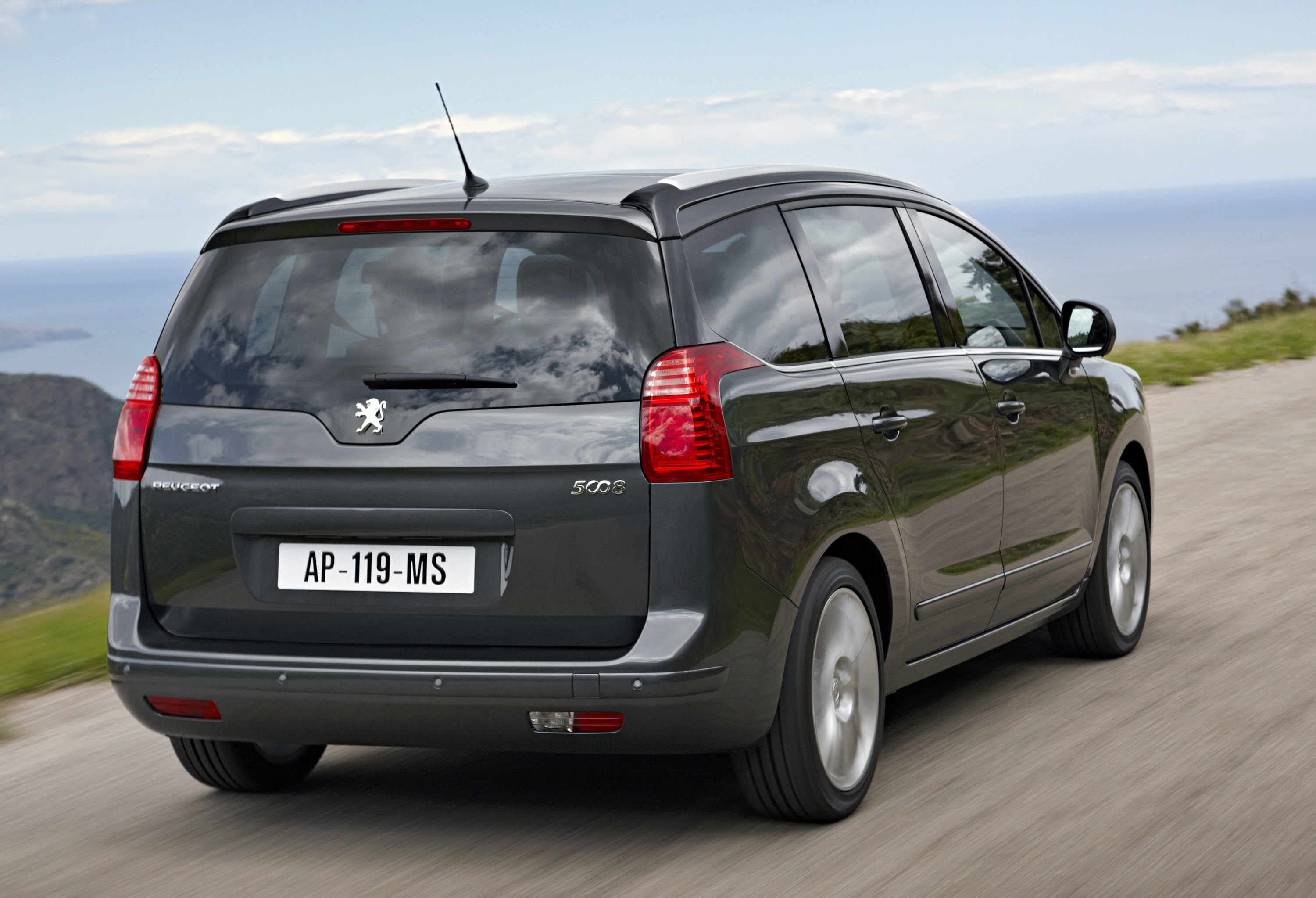 peugeot 5008 price and specifications announced. Black Bedroom Furniture Sets. Home Design Ideas