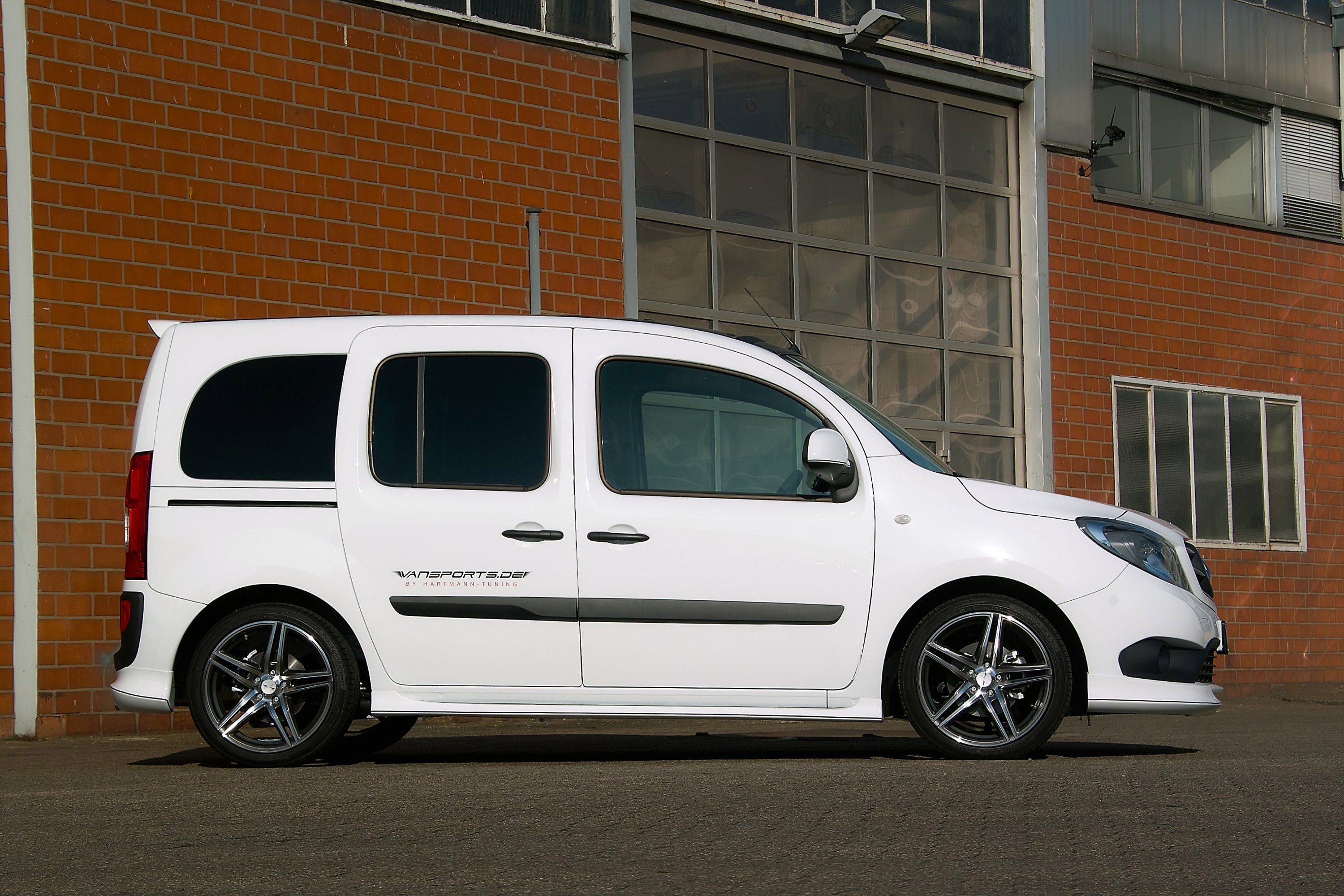 pm vansport shows a rather cool mercedes citan upgrade. Black Bedroom Furniture Sets. Home Design Ideas