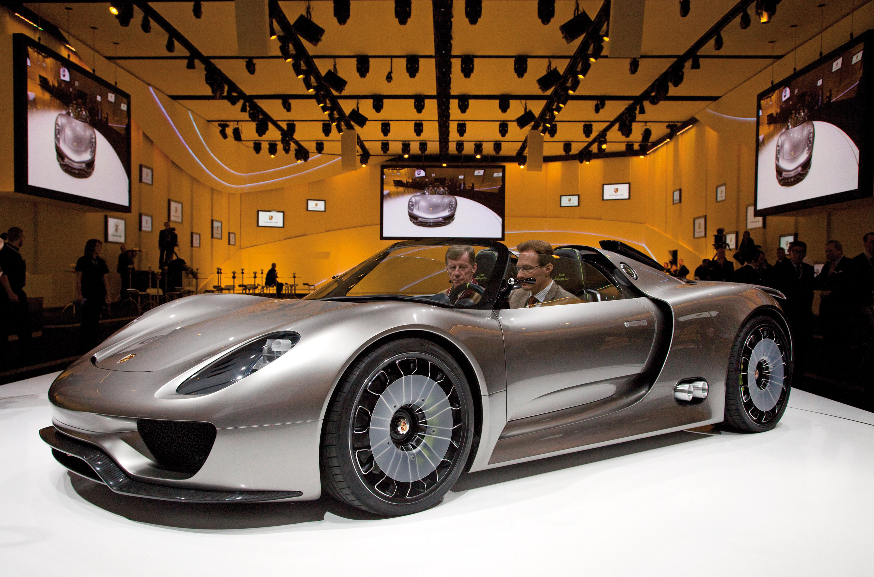 porsche 918 spyder concept debuts at goodwood. Black Bedroom Furniture Sets. Home Design Ideas