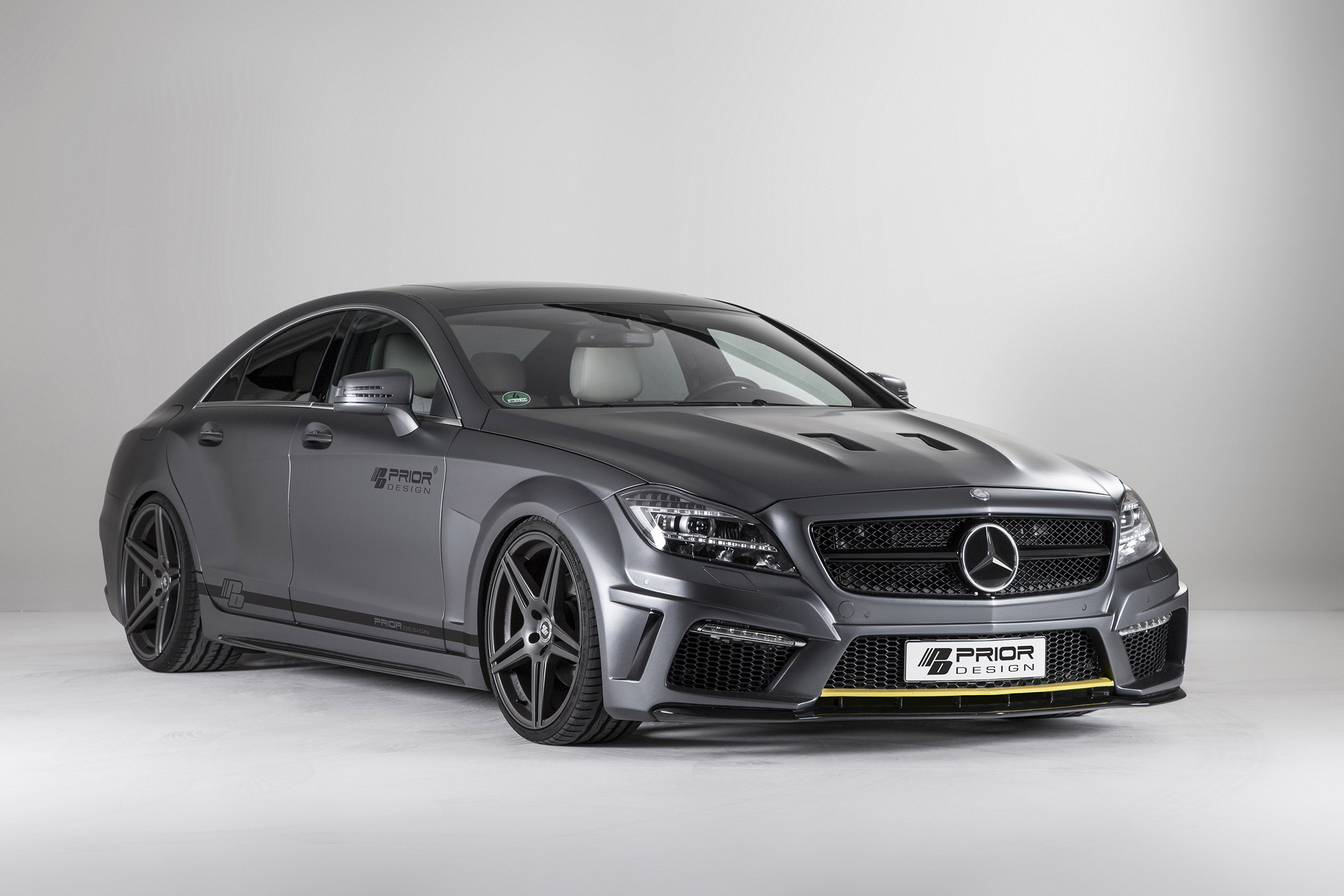 Prior design mercedes benz cls pd550 black edition exudes for Mercedes benz black edition