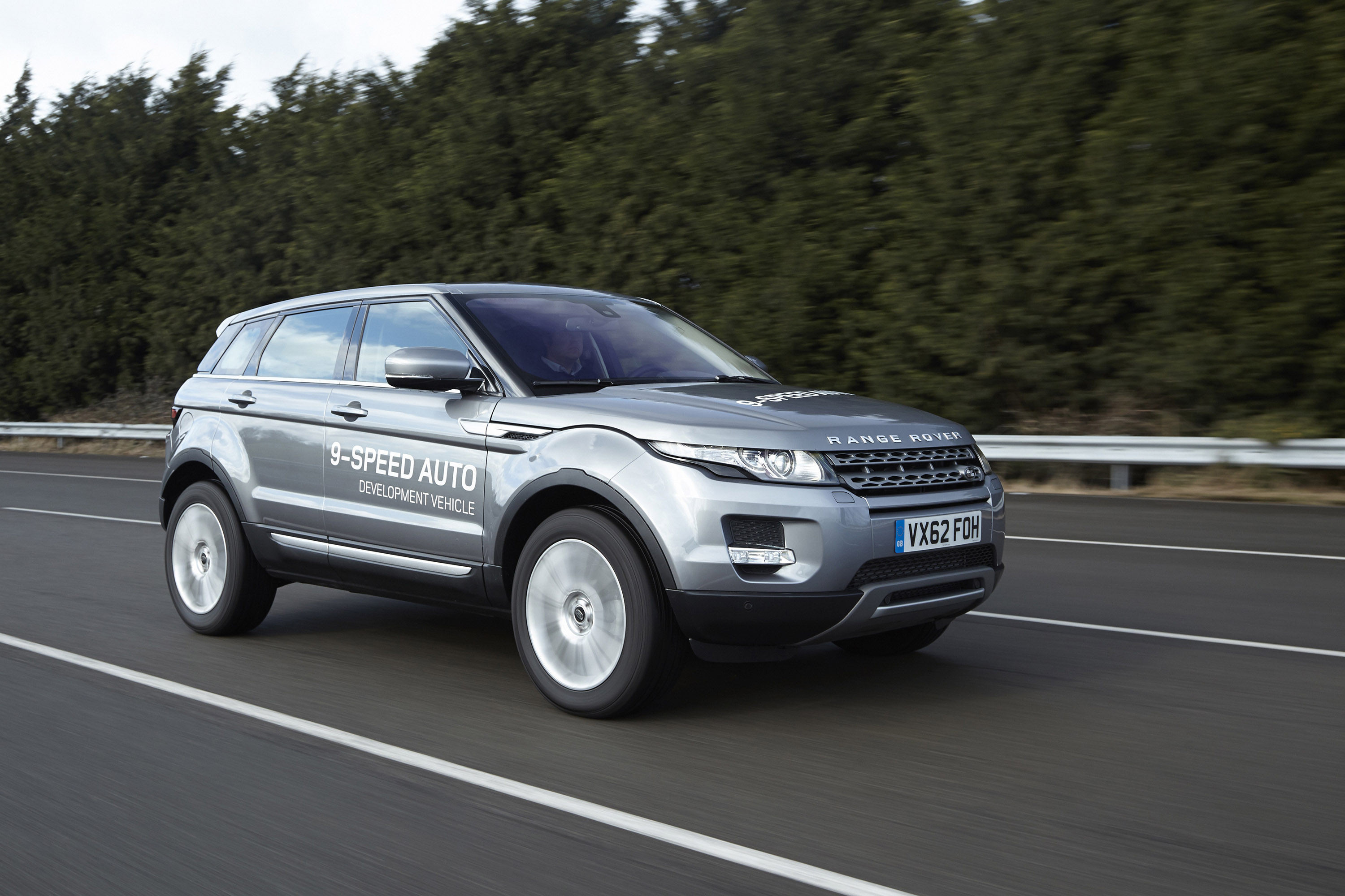 range rover evoque equipped with world s first 9 speed. Black Bedroom Furniture Sets. Home Design Ideas