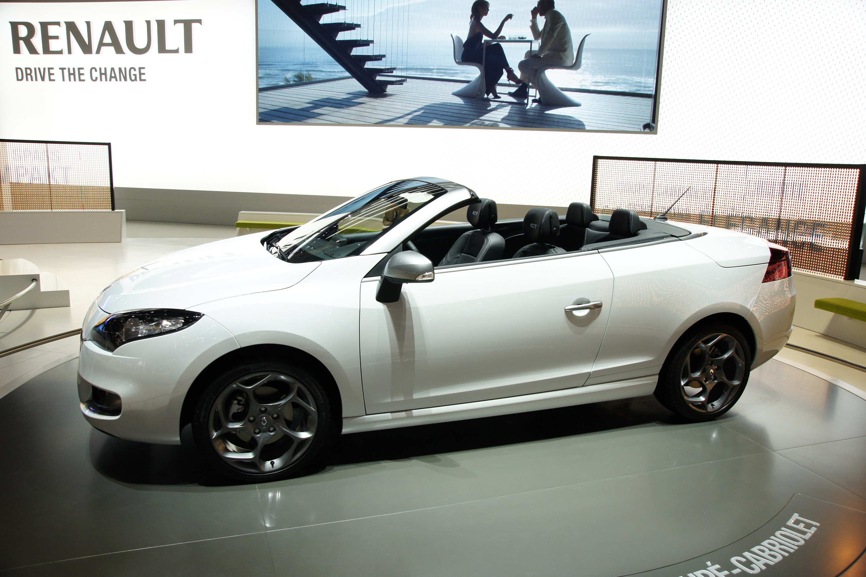 renault megane coupe cabriolet geneva 2010 picture 35552. Black Bedroom Furniture Sets. Home Design Ideas