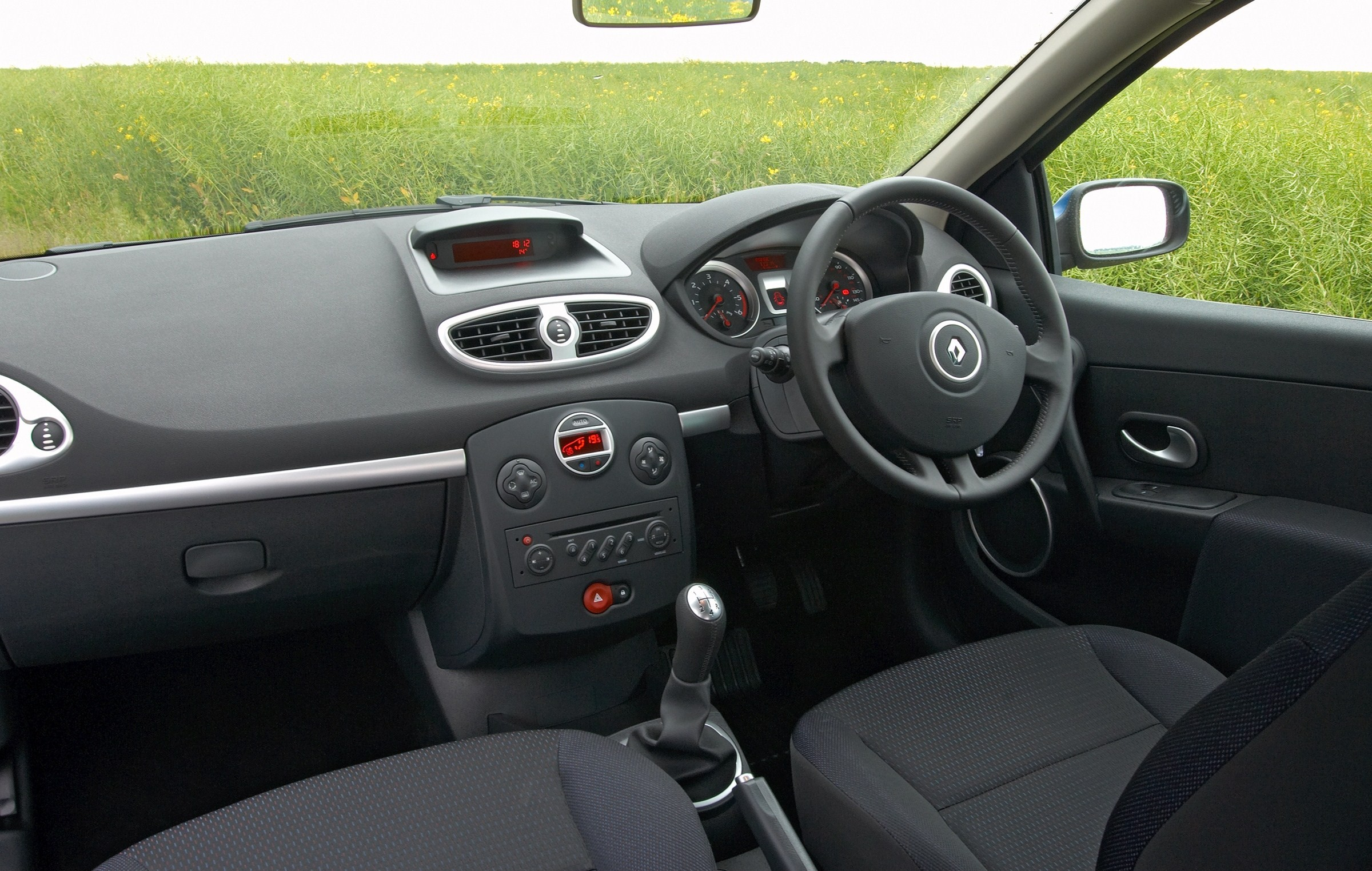 renault announces prices for clio sport tourer. Black Bedroom Furniture Sets. Home Design Ideas