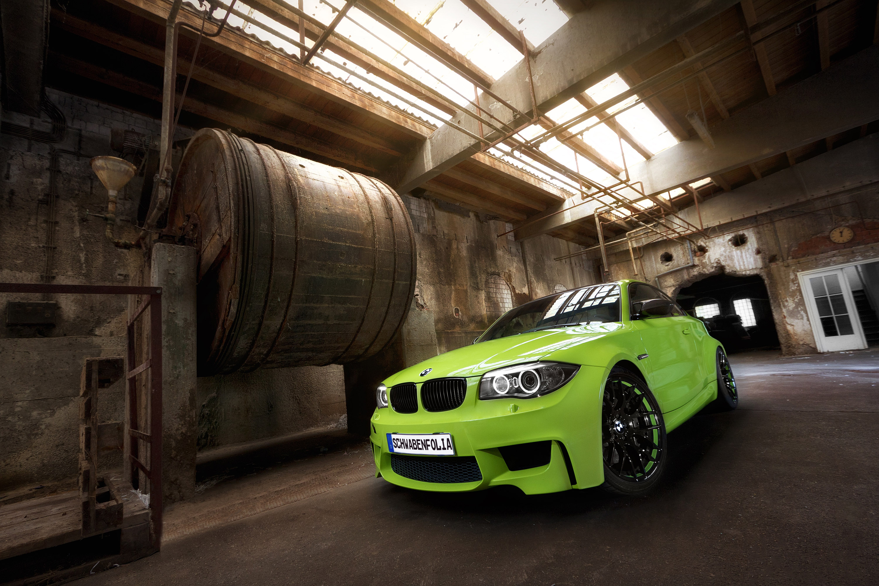 Schwabenfolia bmw 1m coupe foiled in irie green for Carrelage 1m 1m