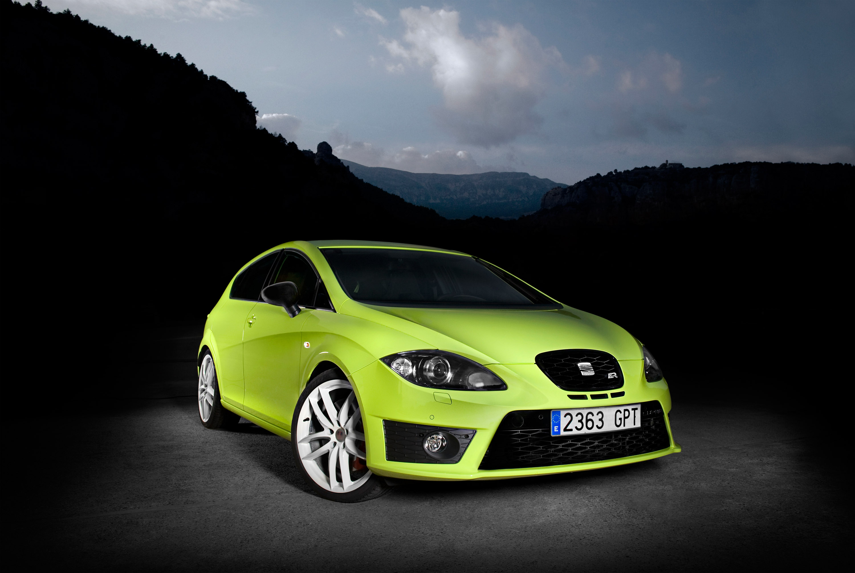 seat unleashes leon cupra r the hottest ever hot hatch. Black Bedroom Furniture Sets. Home Design Ideas