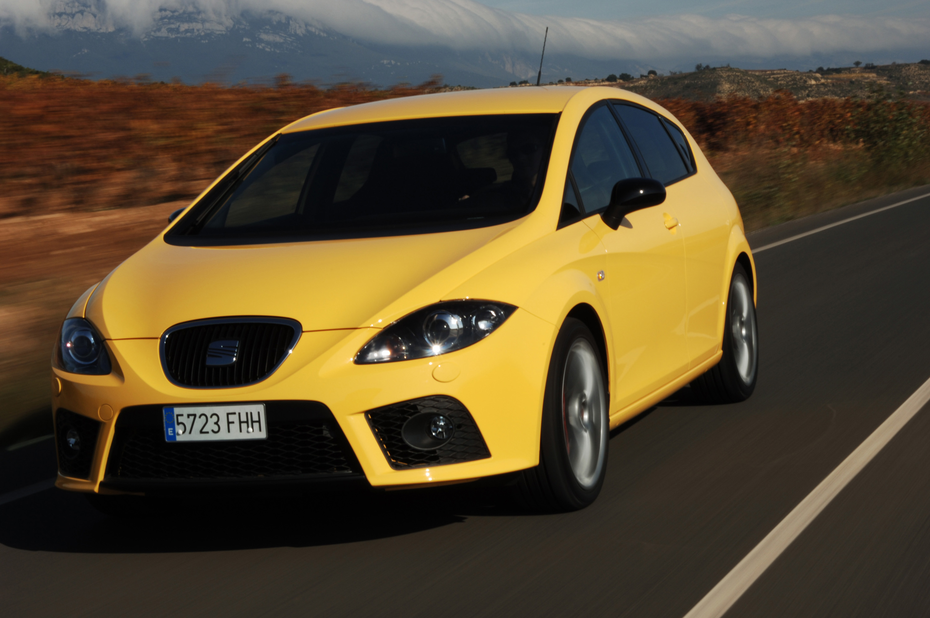 the seat leon was chosen as best car of 2009 by popular vote from auto motor und sport readers. Black Bedroom Furniture Sets. Home Design Ideas