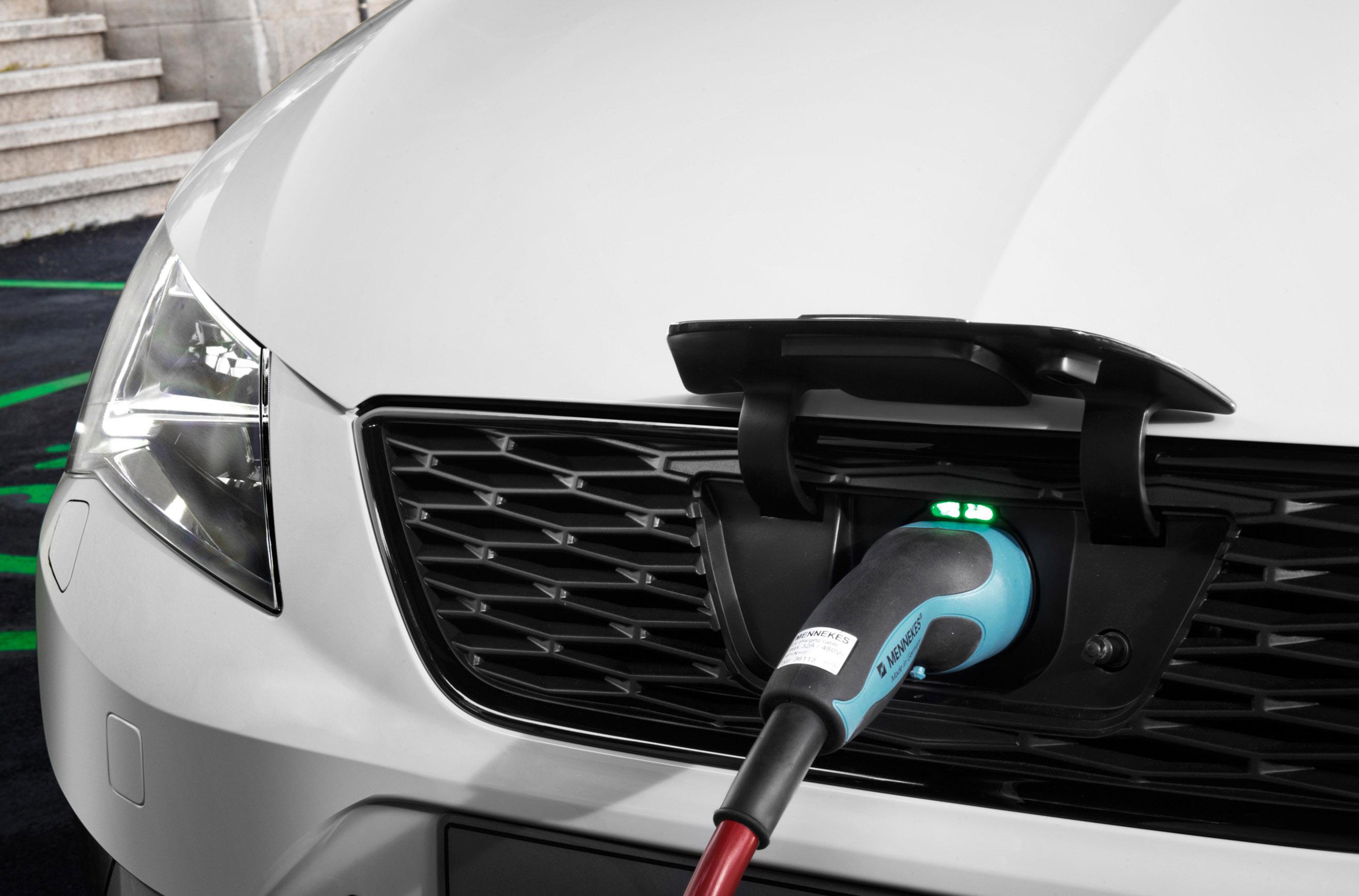 http://www.automobilesreview.com/gallery/seat-leon-verde-hybrid-electric-prototype/seat-leon-verde-hybrid-electric-prototype-03.jpg