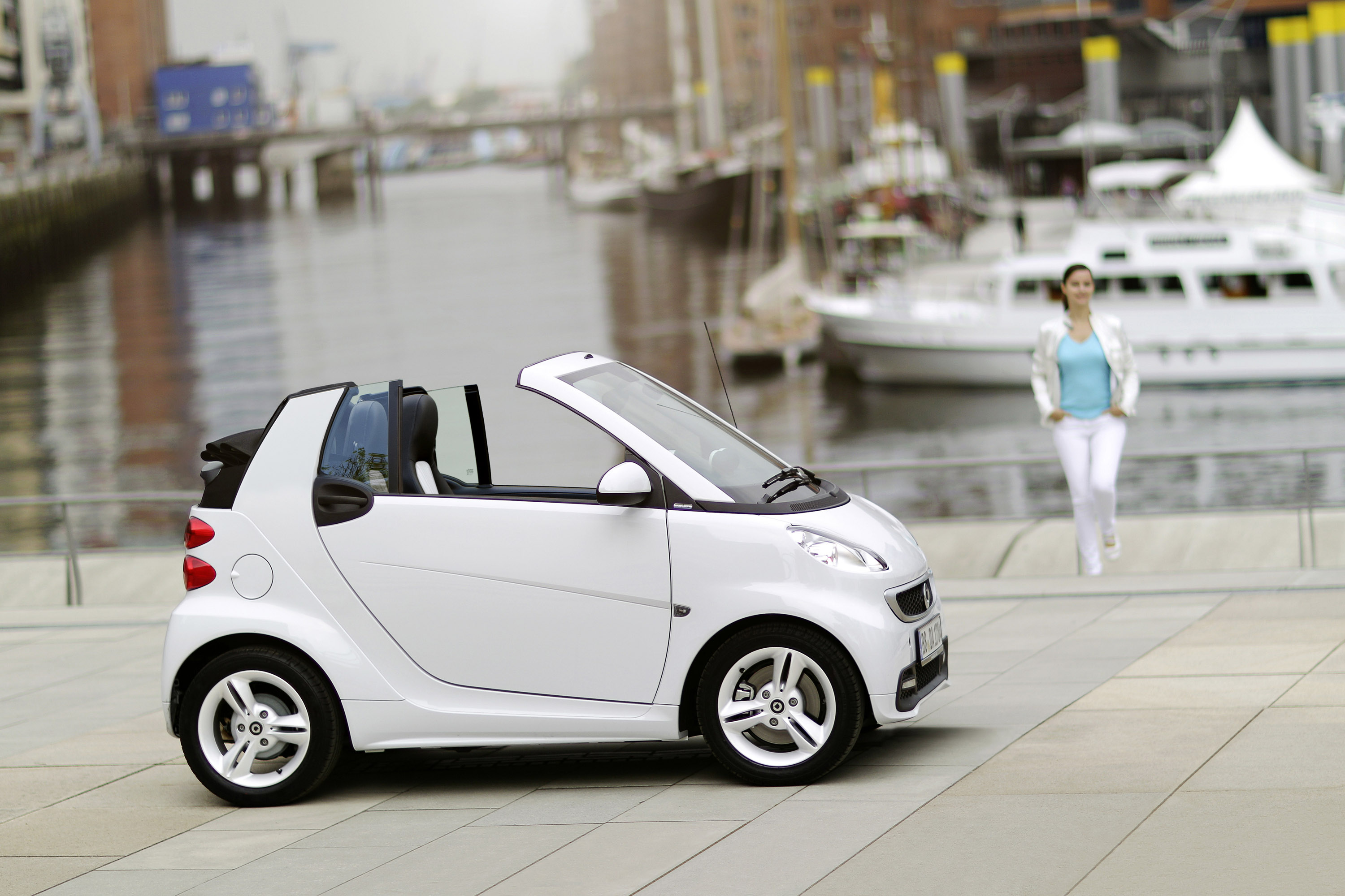 smart fortwo iceshine edition in coupe and cabrio. Black Bedroom Furniture Sets. Home Design Ideas