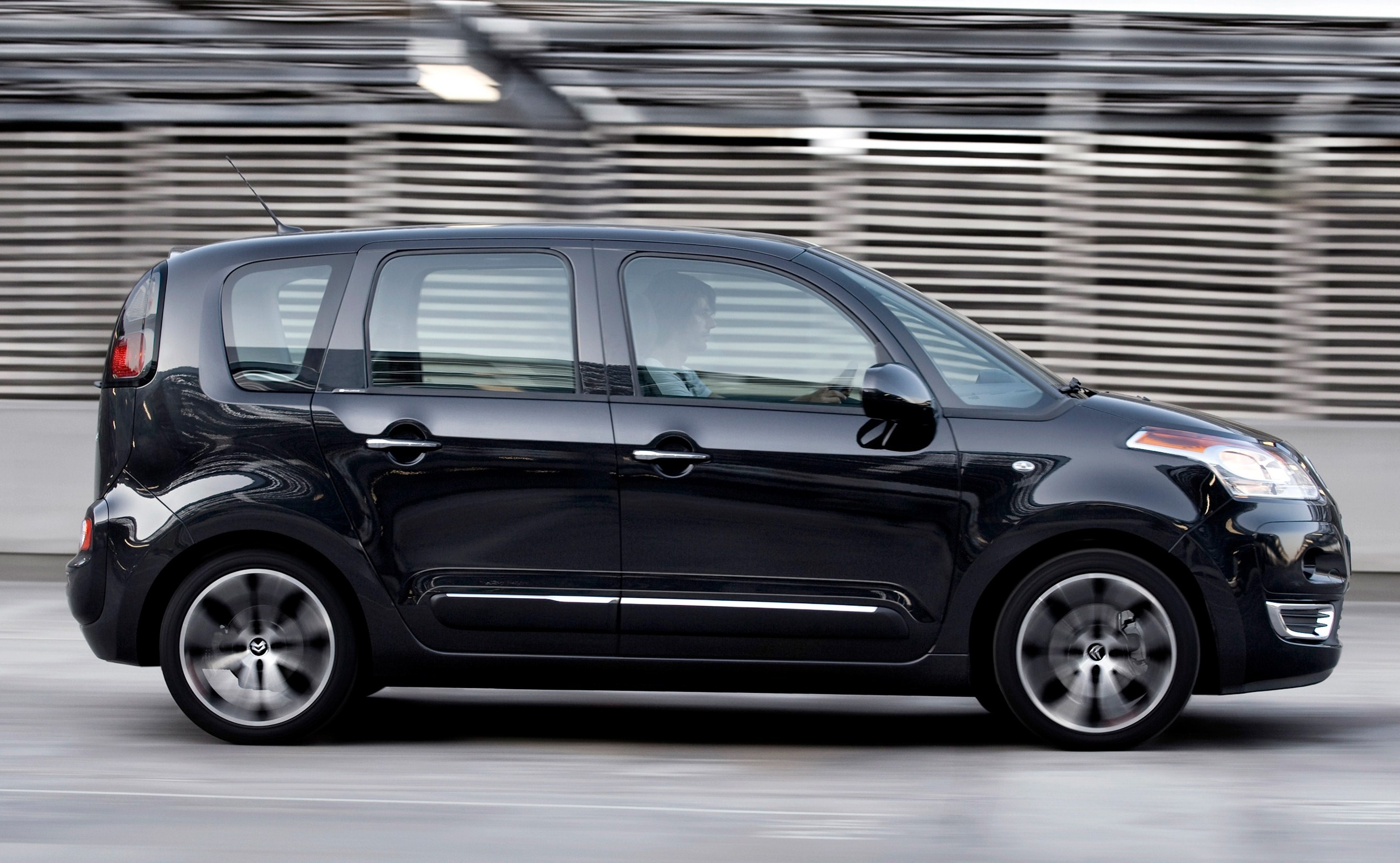 the citroen c3 picasso when opposites attract. Black Bedroom Furniture Sets. Home Design Ideas