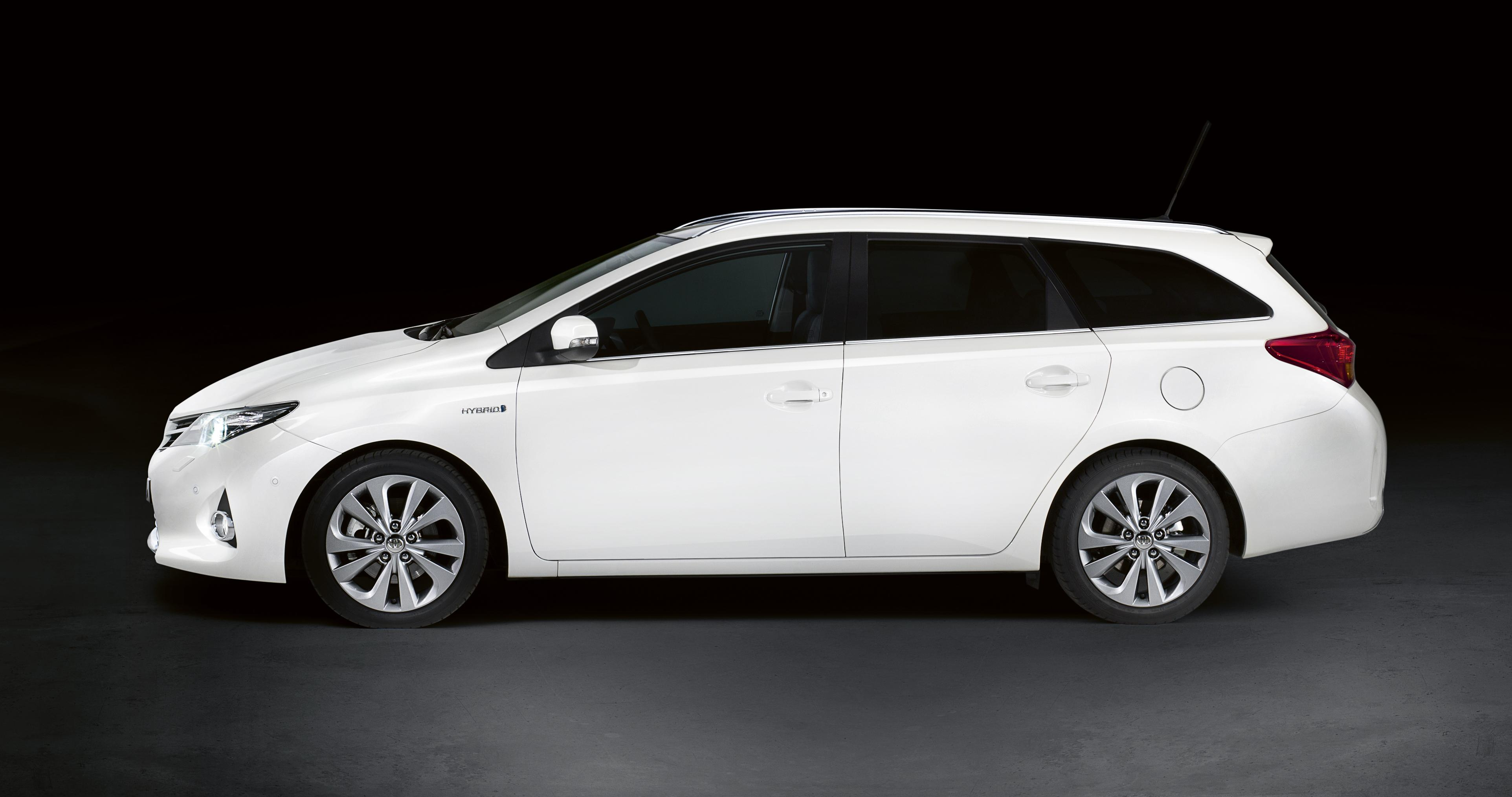 toyota-auris-touring-sports-02.jpg