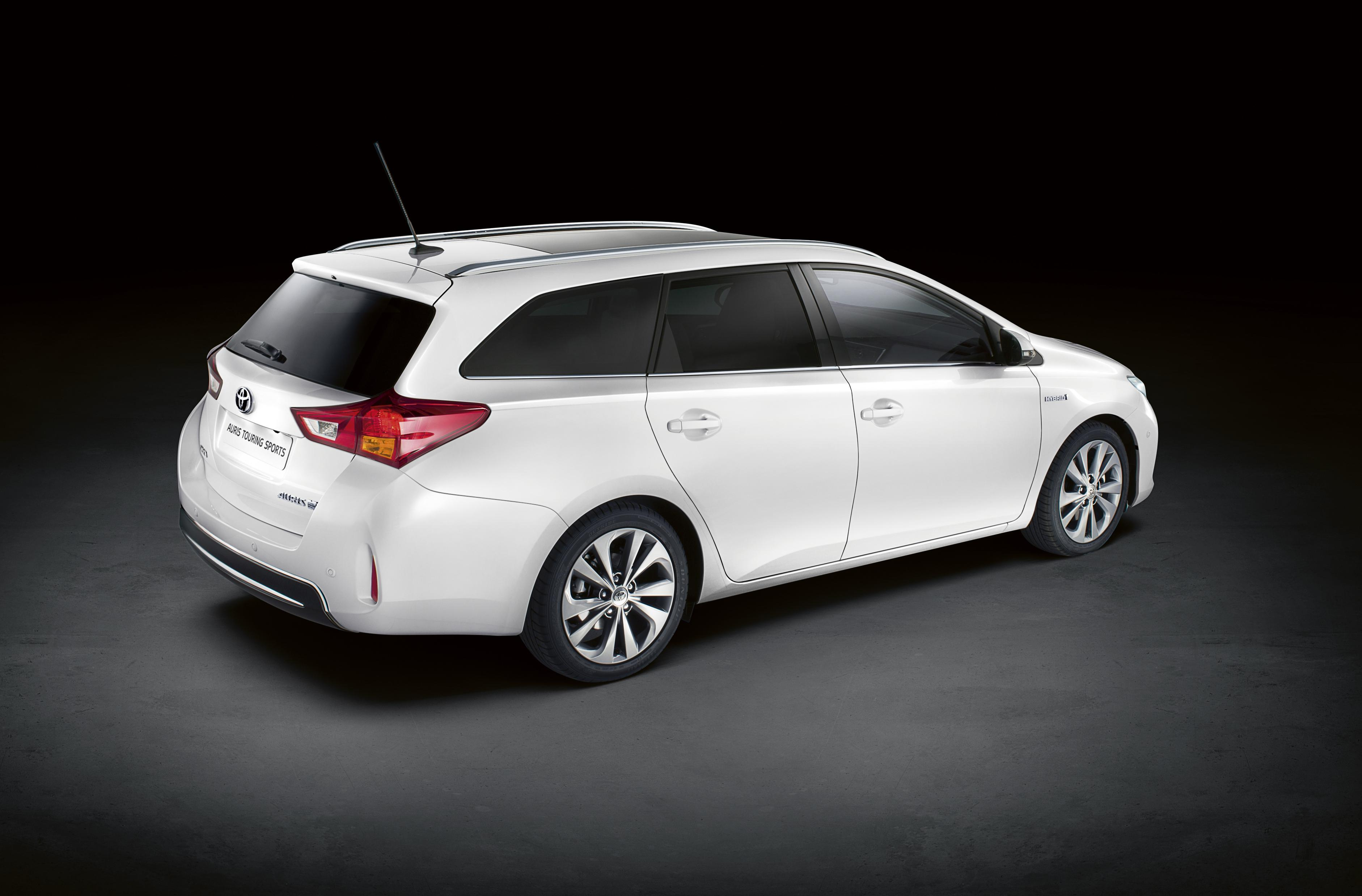 toyota auris touring sports revealed in paris. Black Bedroom Furniture Sets. Home Design Ideas