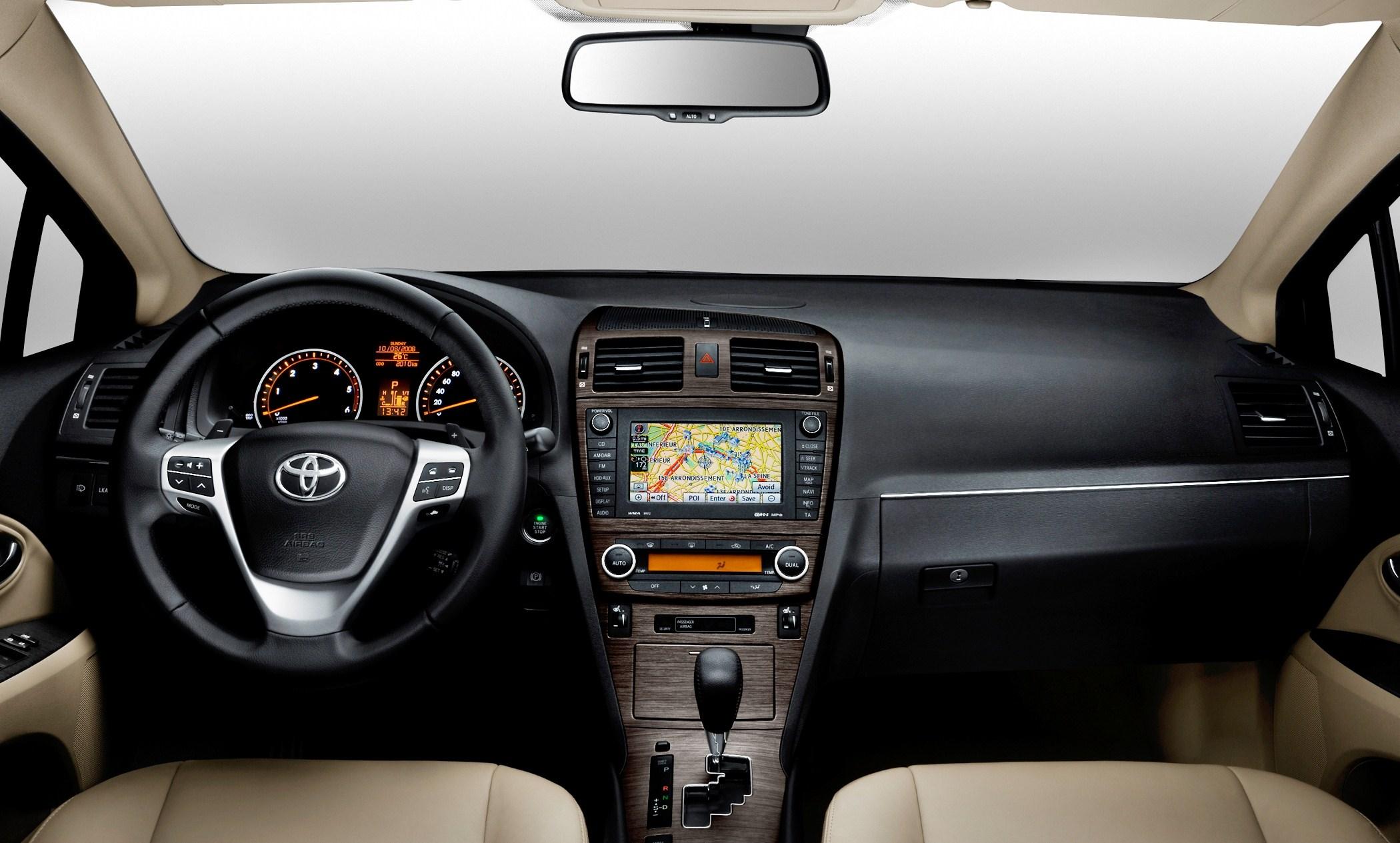 2009 Toyota Avensis Urban Cruiser and iQ