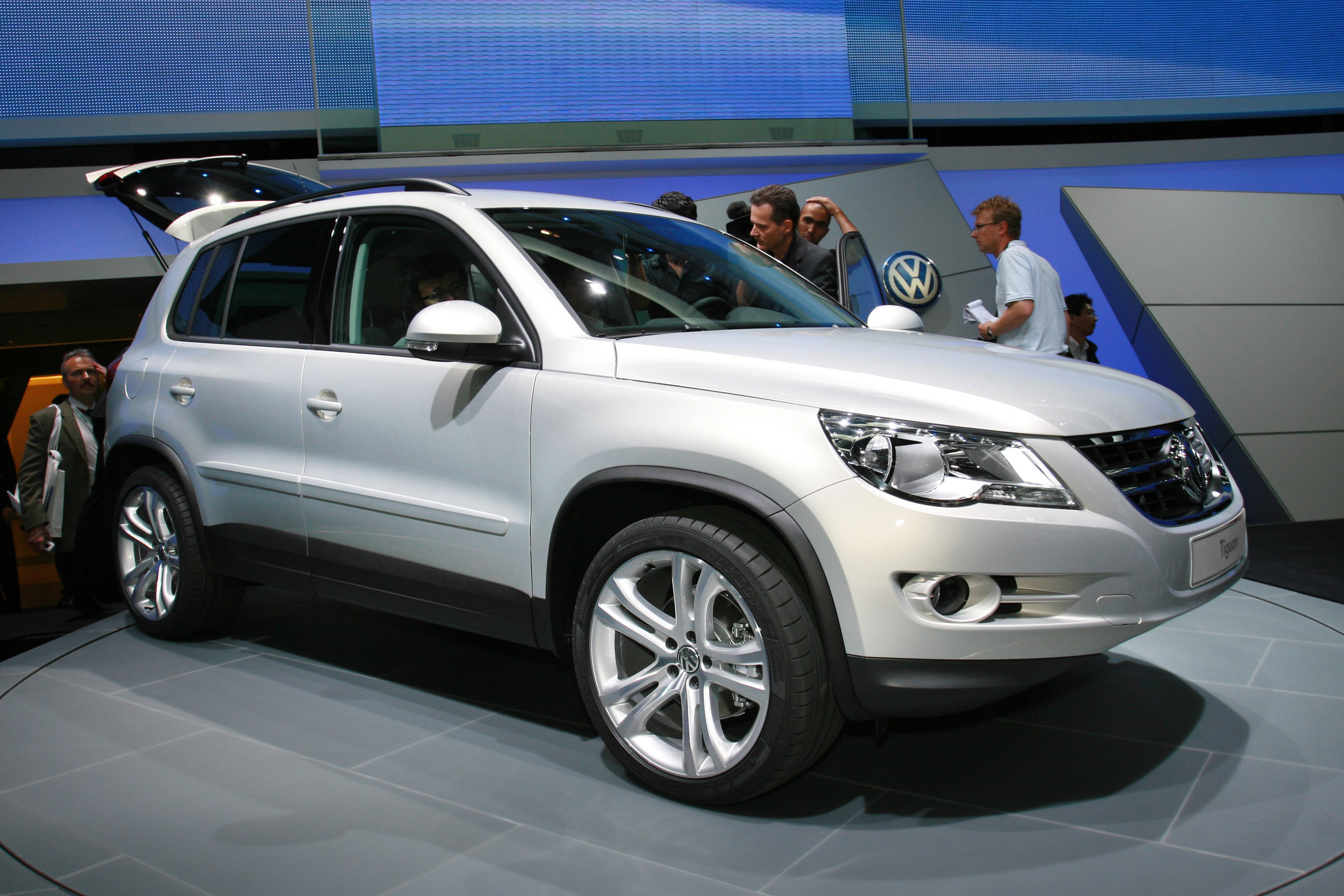 volkswagen tiguan frankfurt 2011 picture 59228. Black Bedroom Furniture Sets. Home Design Ideas
