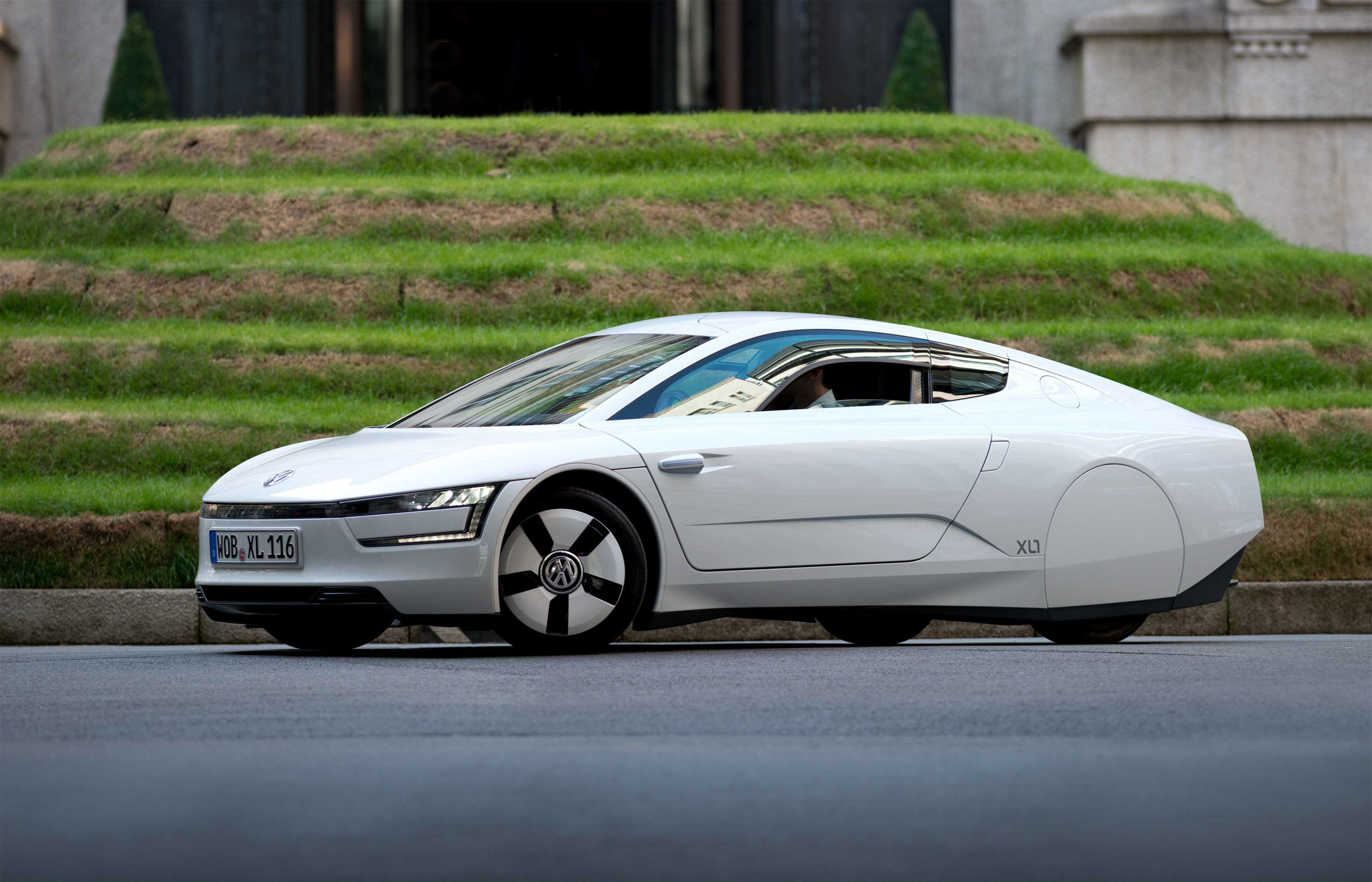 Volkswagen XL1 in London - 0.9 l per 100 km