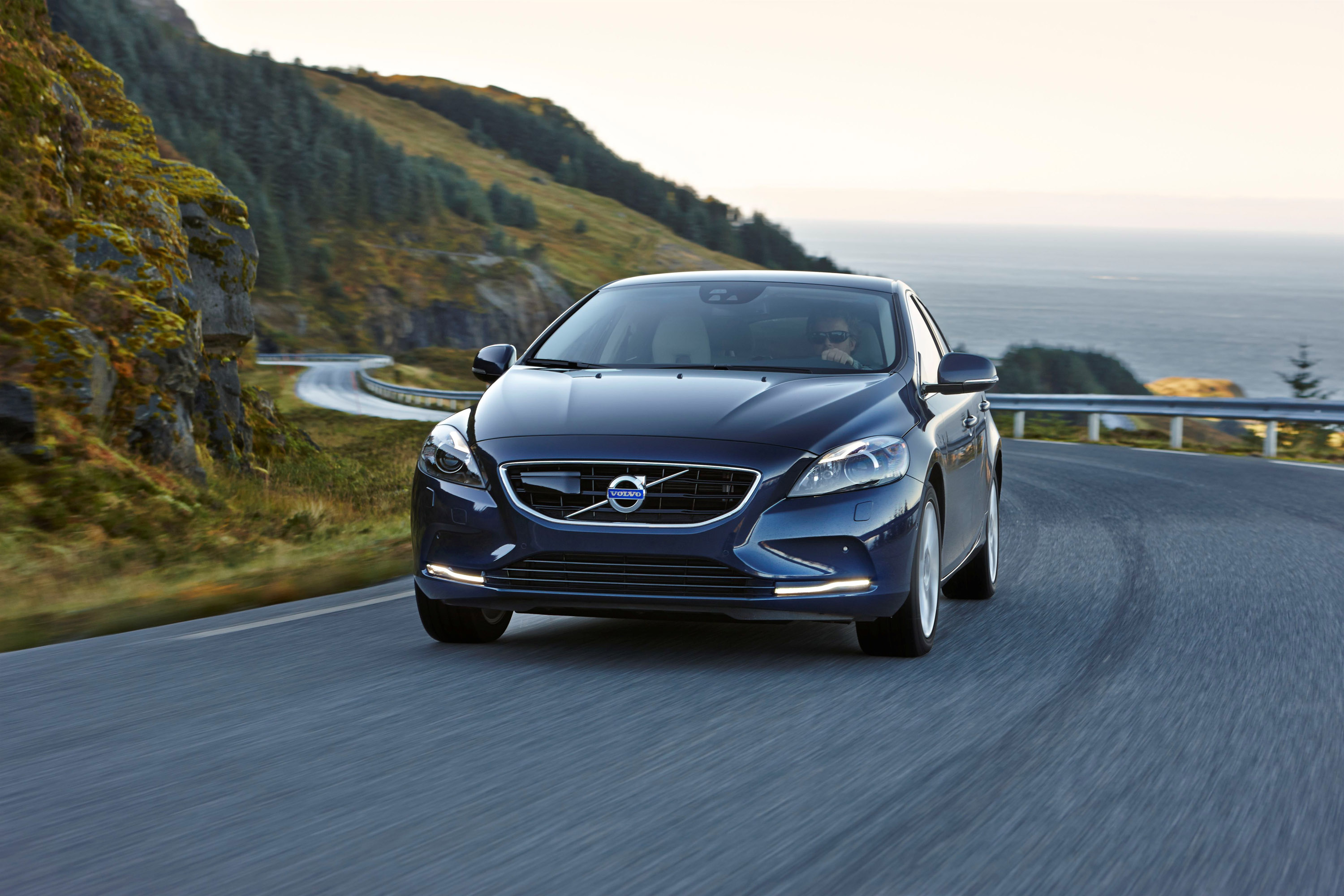 volvo v40 d4 adds new drive e powertrains. Black Bedroom Furniture Sets. Home Design Ideas