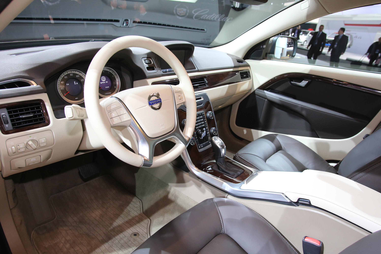 volvo xc70 2013 interior