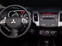 thumbnail #28289 - 2010 Mitsubishi Outlander SE