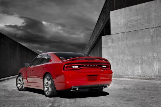 2011-dodge-charger-03.jpg