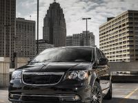 2013 Chrysler Town And Country S , 2 of 19