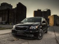 2013 Chrysler Town And Country S , 4 of 19