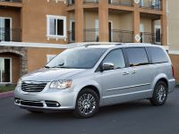 2013 Chrysler Town And Country S , 6 of 19
