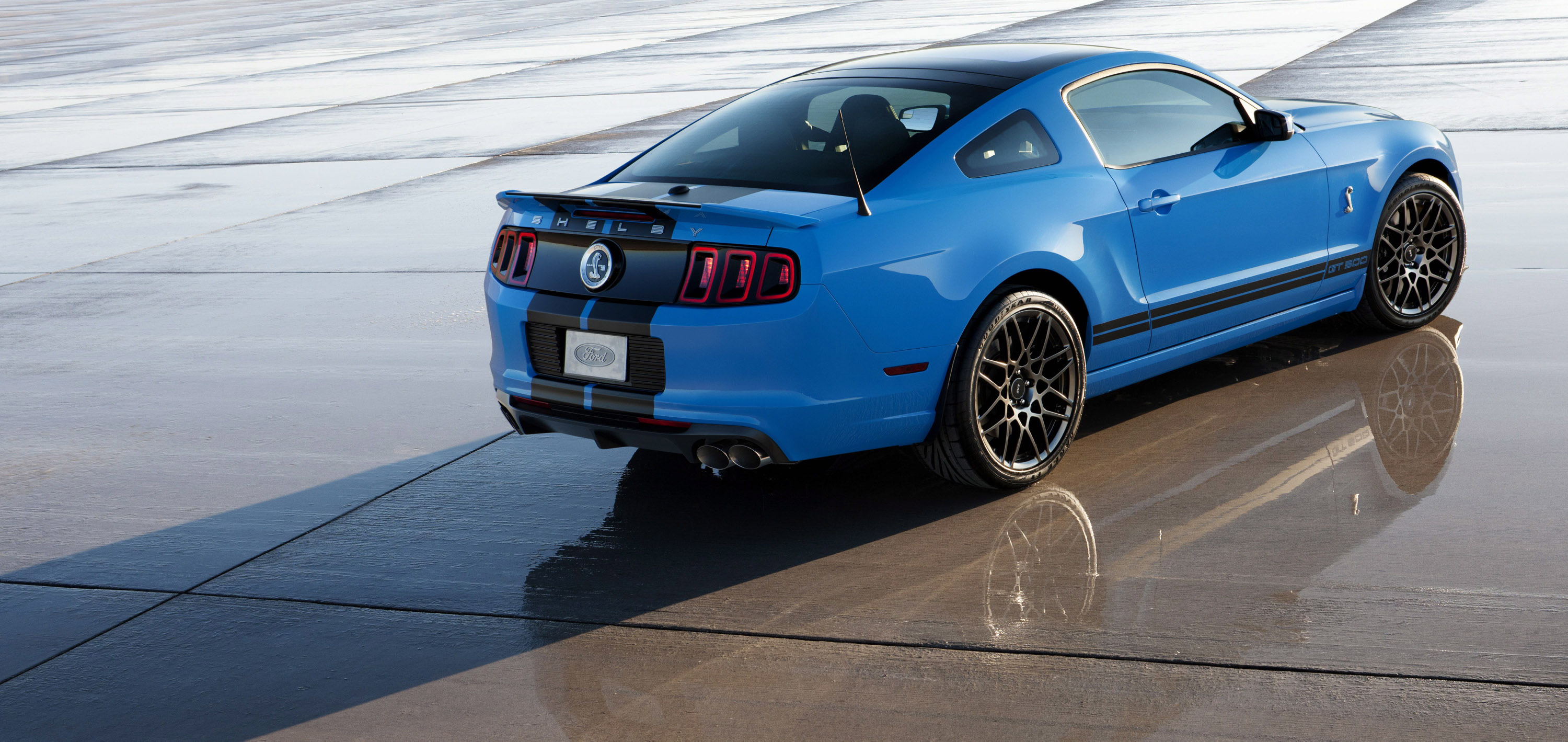 2013 Ford Shelby GT500 Picture #4 of 11