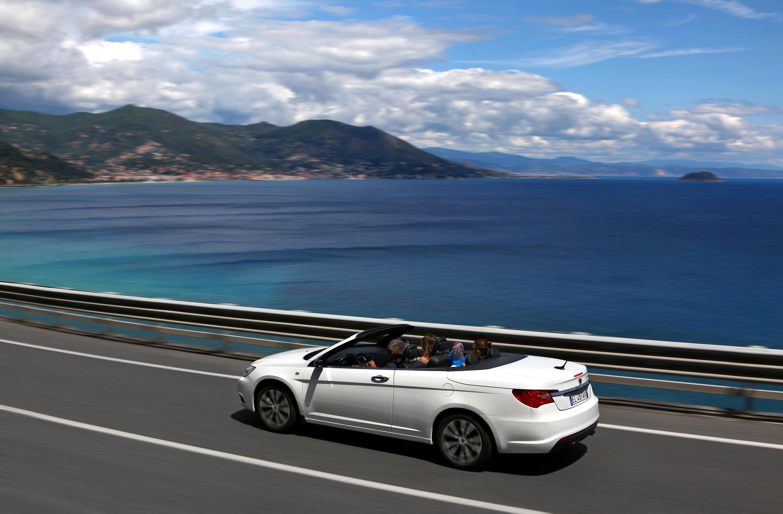 https://www.automobilesreview.com/img/2013-lancia-flavia-convertible/2013-lancia-flavia-convertible-14.jpg