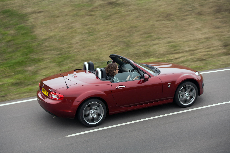 https://www.automobilesreview.com/img/2013-mazda-mx-5-venture-edition/2013-mazda-mx-5-venture-edition-05.jpg