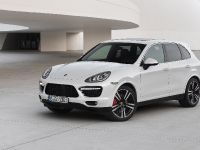 2013-Porsche-Cayenne-Turbo-S, 2 of 6