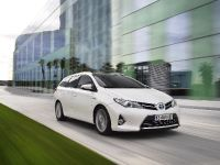 2013 Toyota Auris Touring Sports, 2 of 3