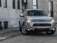 2014-mitsubishi-outlander-03, 3 of 22