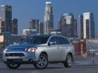 2014-mitsubishi-outlander-05, 5 of 22