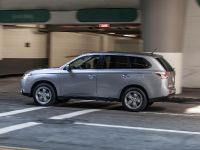 2014-mitsubishi-outlander-06, 6 of 22