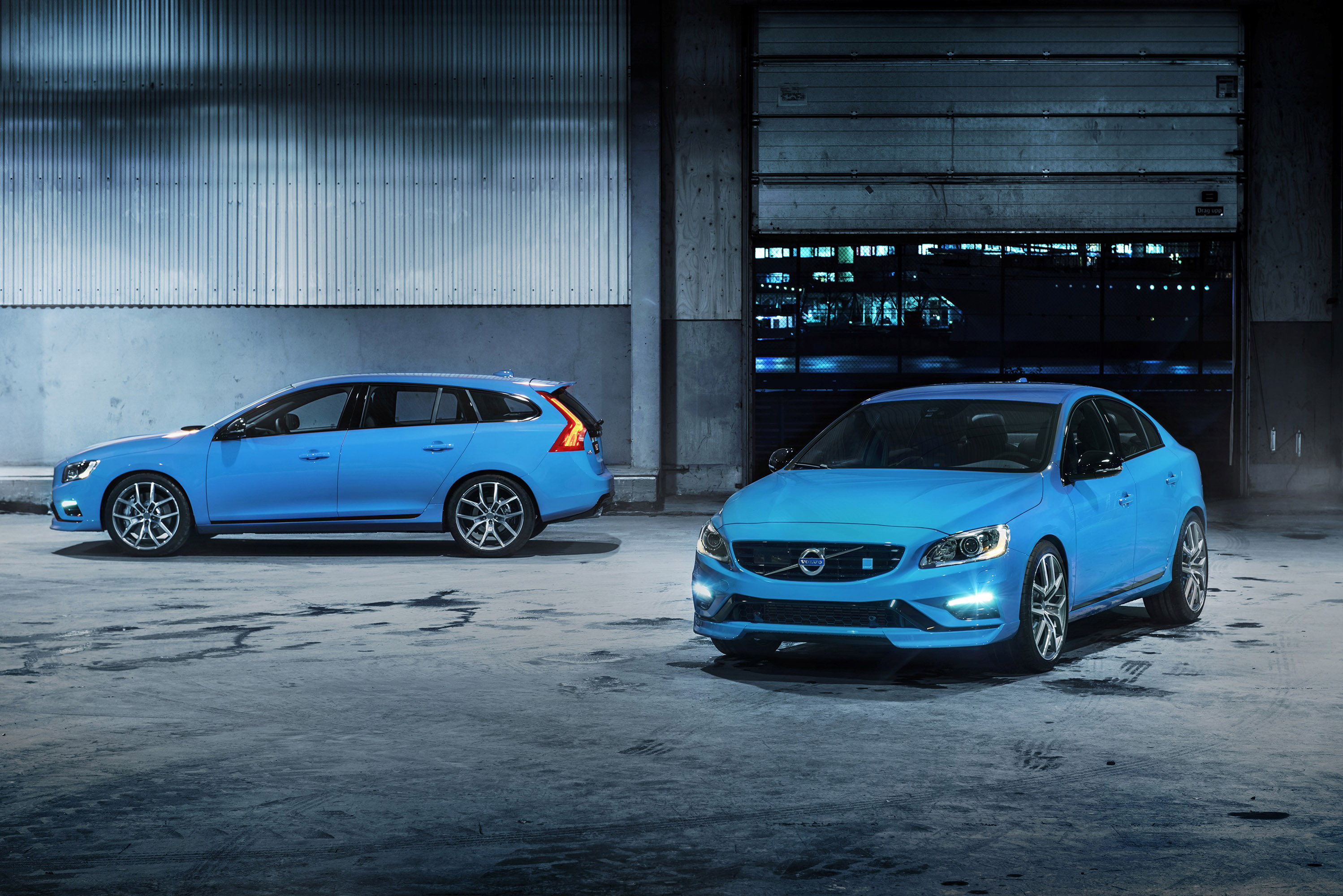 cross first anywhere gallery volvo with news go photos country the photo unveiled attitude sedan