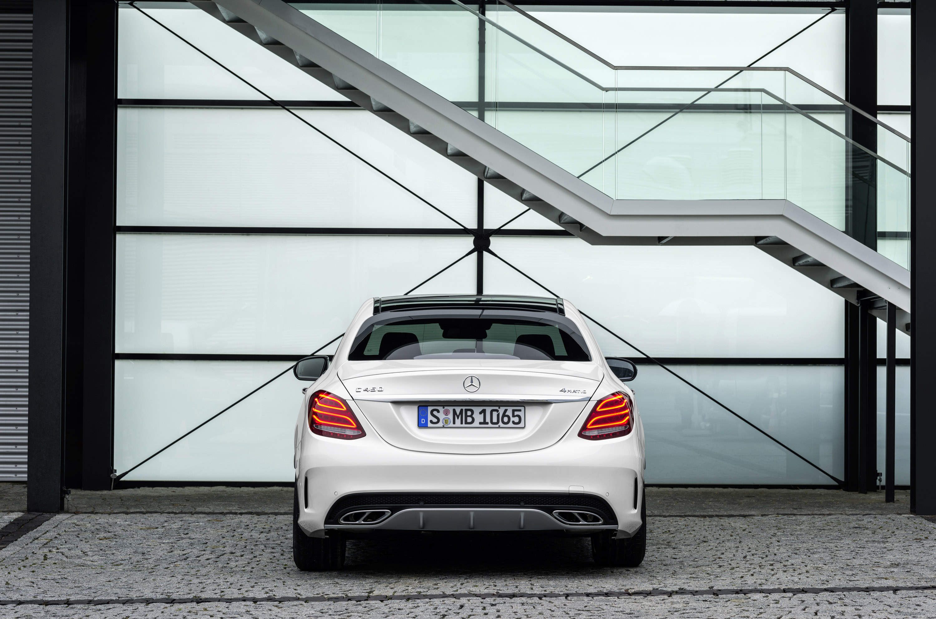 https://www.automobilesreview.com/img/2016-mercedes-benz-c450-amg-sport/2016-mercedes-benz-c450-amg-sport-10.jpg