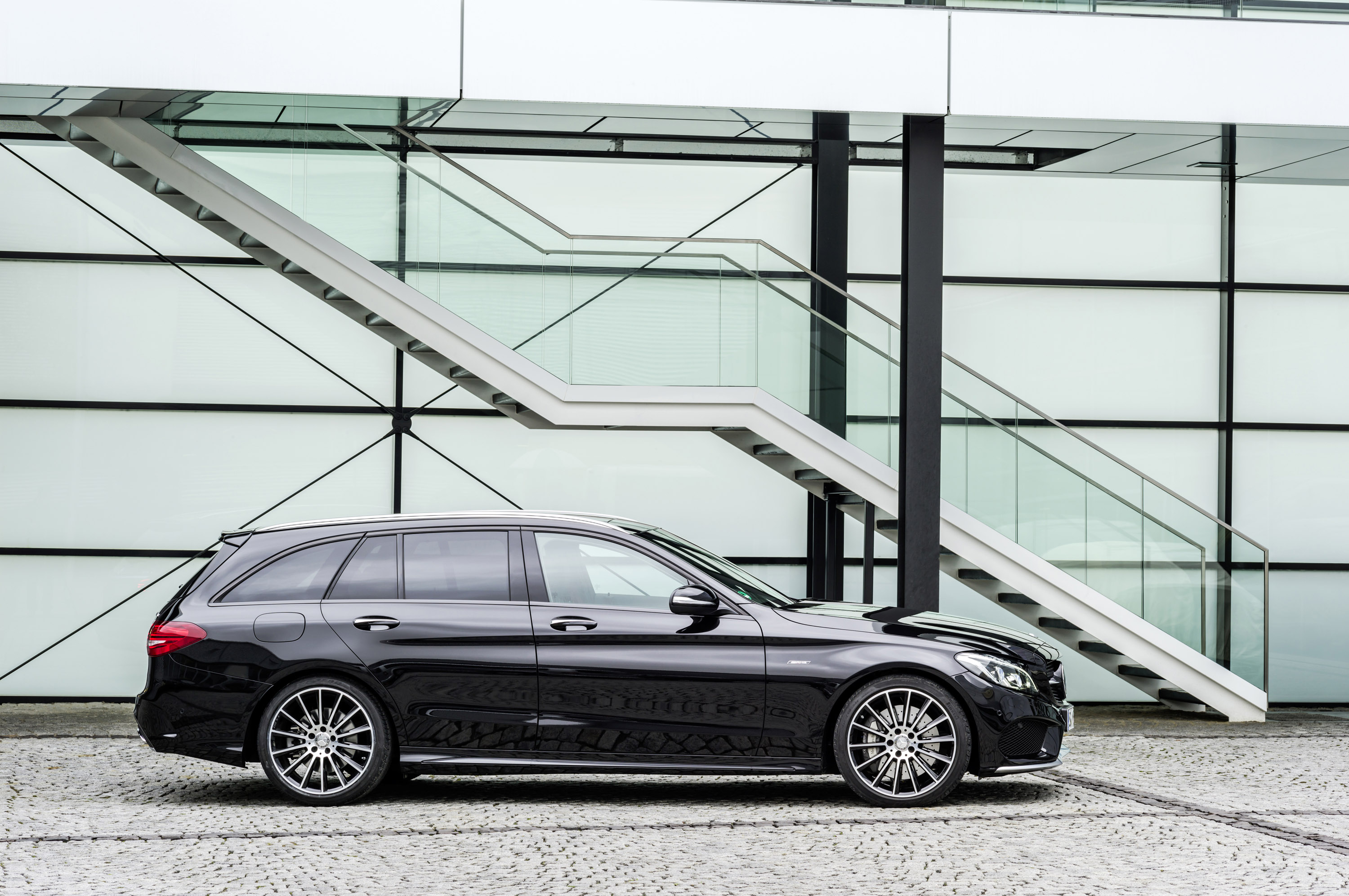 https://www.automobilesreview.com/img/2016-mercedes-benz-c450-amg-sport/2016-mercedes-benz-c450-amg-sport-24.jpg