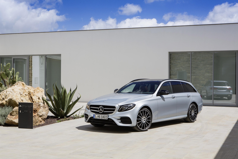 https://www.automobilesreview.com/img/2017-mercedes-benz-e-class-estate/2017-mercedes-benz-e-class-estate-03.jpg