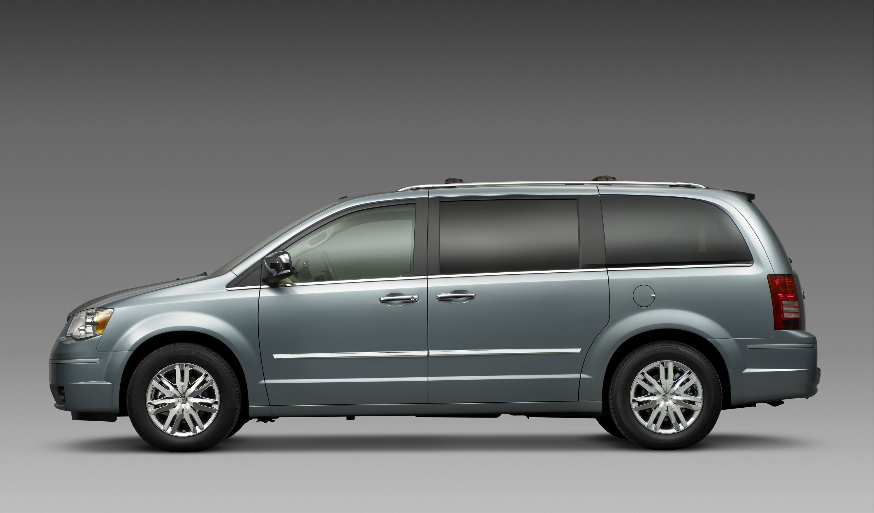 Chrysler Town And Country 02 Jpg