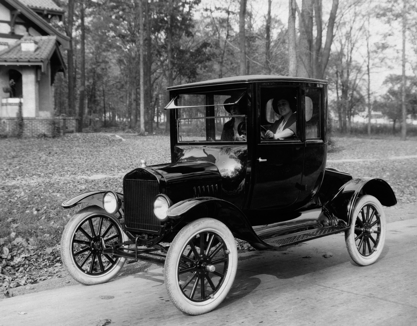 The picture above shows a 1920 ford model t car when the automobile first became commercially available the world sta pinteres