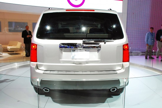 http://www.automobilesreview.com/img/honda-pilot-detroit-2008/slides/honda-pilot-detroit-2008-05.jpg