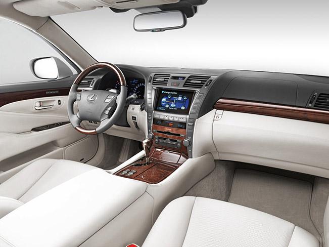 Lexus LS 600h Interior