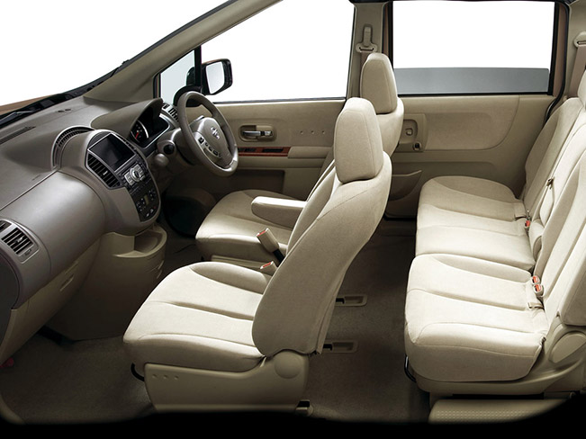 Nissan Lafesta Interior