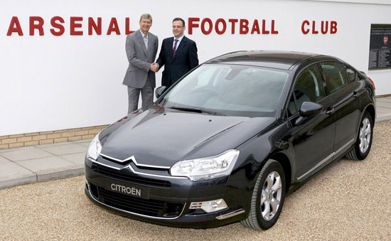 Arsenal manager, Arsene Wenger, & Citroen UK managing director, Xavier Duchemin, shake on a new 3 year deal as official car supplier with the premier league club