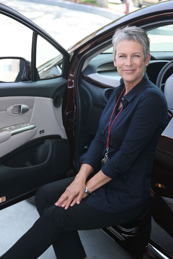 Honda Delivers FCX Clarity To Jamie Lee Curtis
