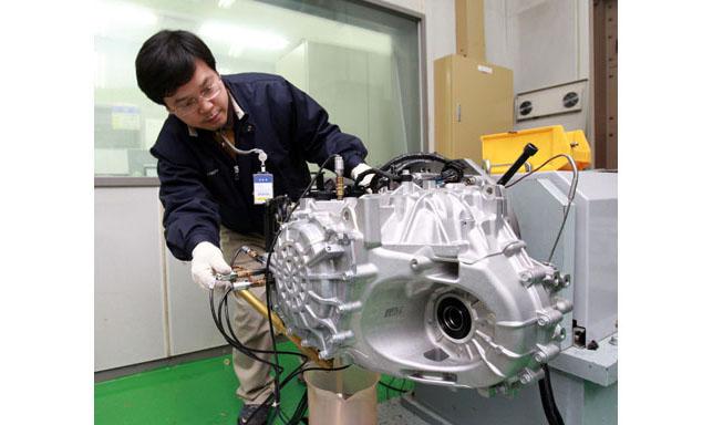 Hyundai Engineer Testing 6-Speed Automatic Transaxle