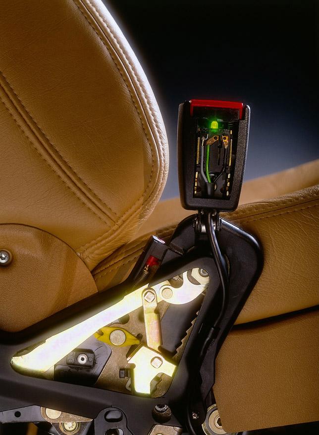 Mechanical safety belt pretensioner Introduced 1987