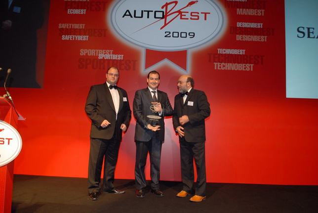 Fernando Salvador, SEAT's Product Communication Manager, received the ECOBEST award