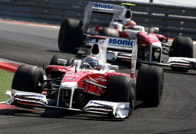 Jarno Trulli and Timo Glock in the Race
